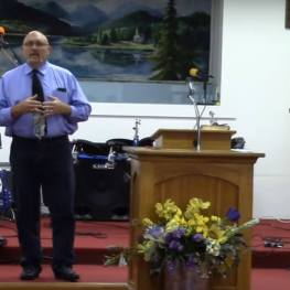 Pastor Frank Pomeroy of First Baptist Church of Sutherland Springs foto captura