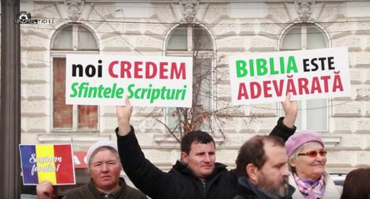 FOTO AGNUS DEI Biblia este adevarata Noi credem in Sfintele Scripturi pancarde signs