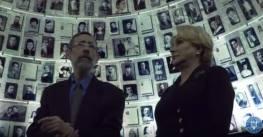 4:25:18- Vizita PM Viorica Dancila la Yad Vashem, Memorialul Martirilor si Eroilor Holocaustului. foto captura